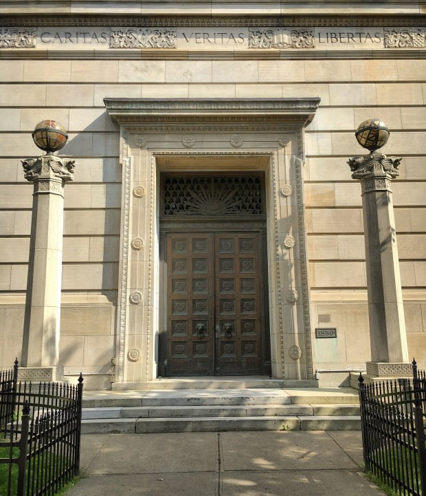 Entrance to the Montreal Masonic memorial temple.jpg