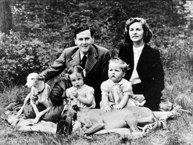 Deborah_Mitford_Duchess_of_Devonshire_with_family