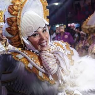 Rosas de Ouro costume - 2020 São Paulo samba parade- credits Igor Castanheda - veja SP magazine - subject to copyrights